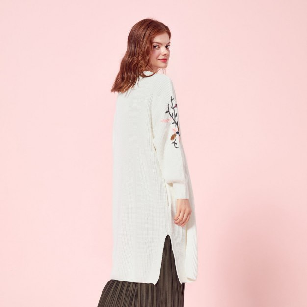 White Collarless Elastic Long Sleeve Loose Women's Knitwear