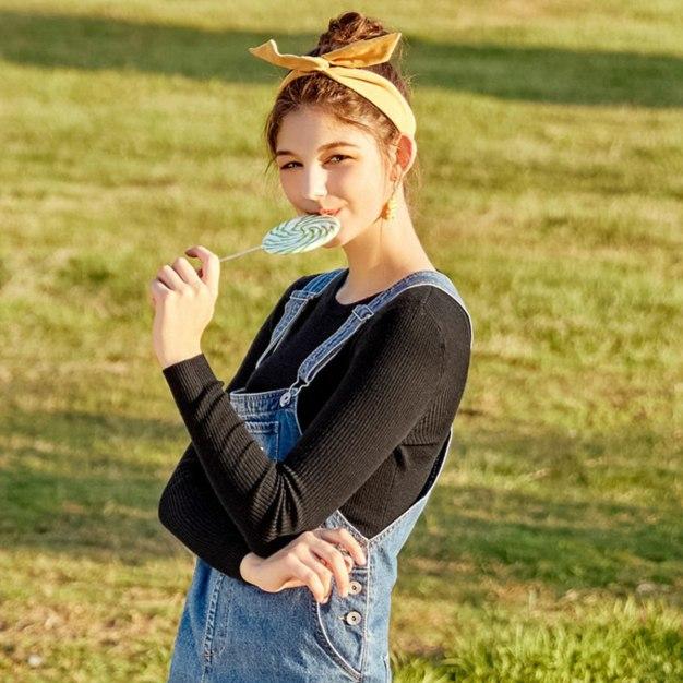 Plain Round Neck Elastic Long Sleeve Standard Women's Knitwear