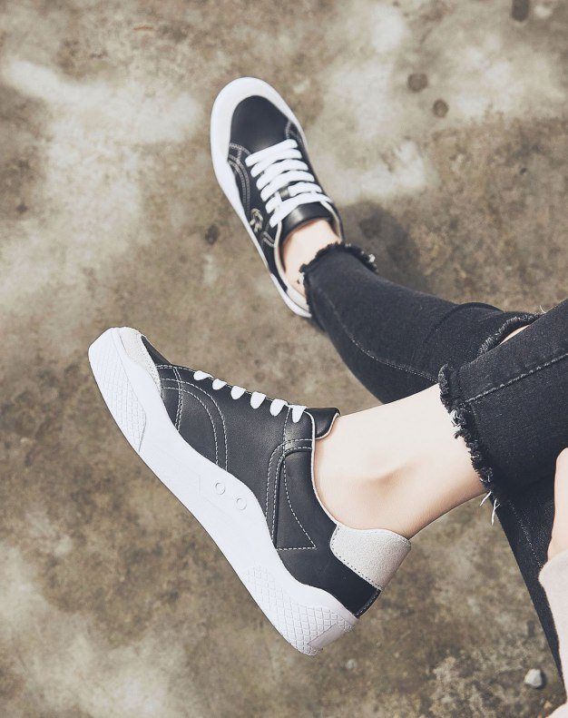 Black Round Head Flat Women's Sport Shoes