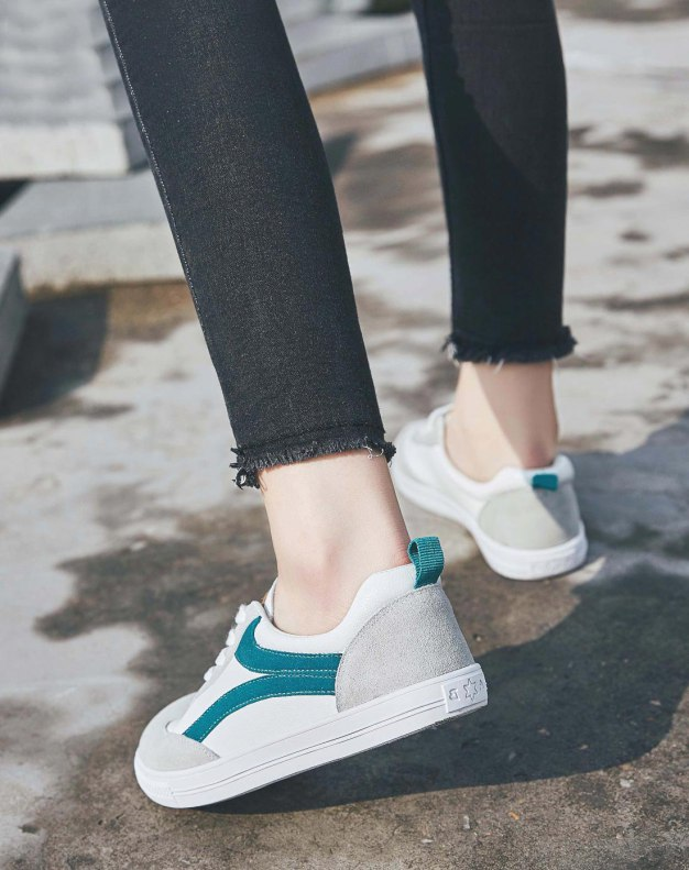 Green Round Head Flat Women's Sport Shoes