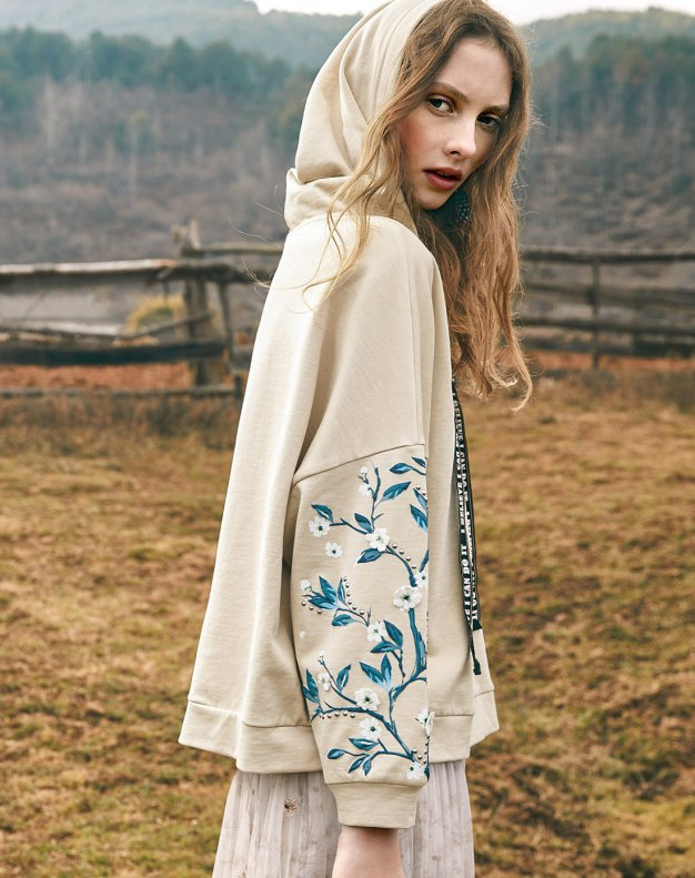Camel Collarless Elastic Long Sleeve Women's Sweatshirt