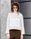 화이트 단색의 긴소매 슬랙스 여성 맨투맨티셔츠