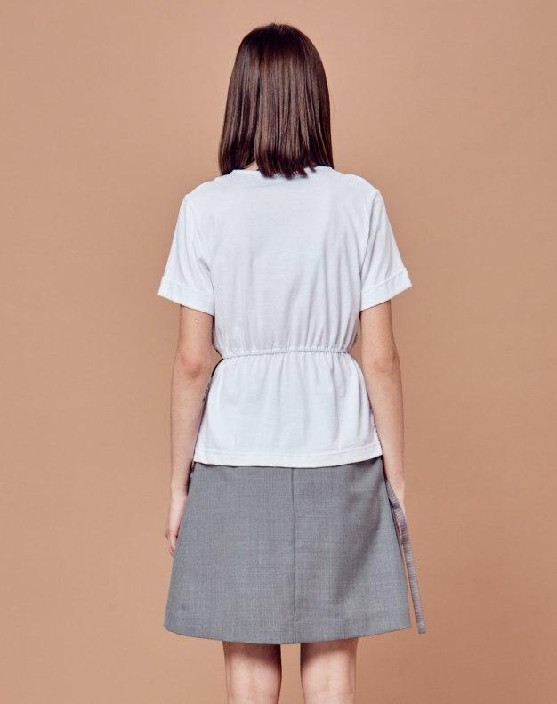 화이트 단색의 반팔 슬림핏 여성 티셔츠