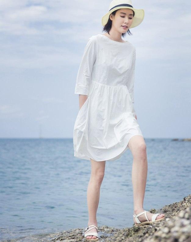 White Round Neck Sleeve 3/4 Length Women's Dress
