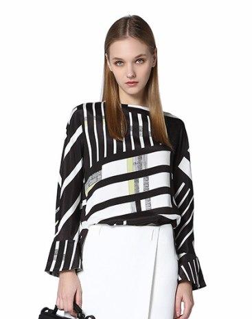 화이트 기하학 패턴 긴소매 스트레이트 핏 여성 니트