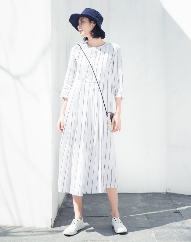 White Round Neck 3/4 Sleeve Long Loose Women's Dress