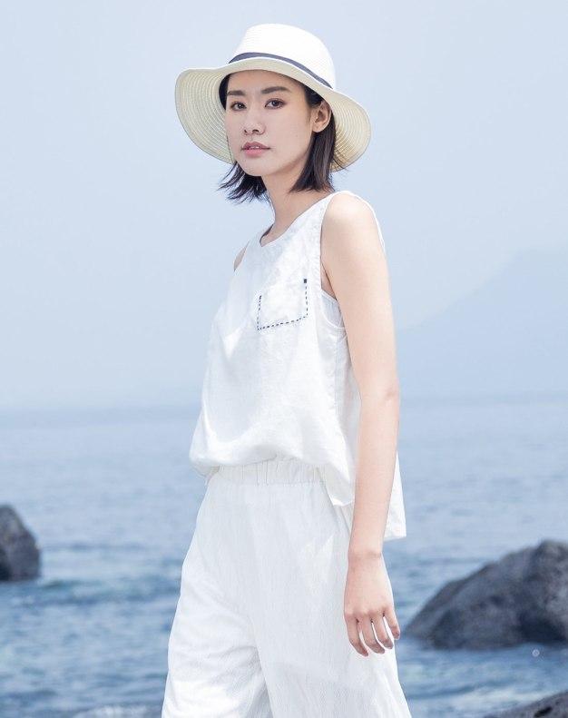 White Plain Round Neck Sleeveless Fitted Women's T-Shirt