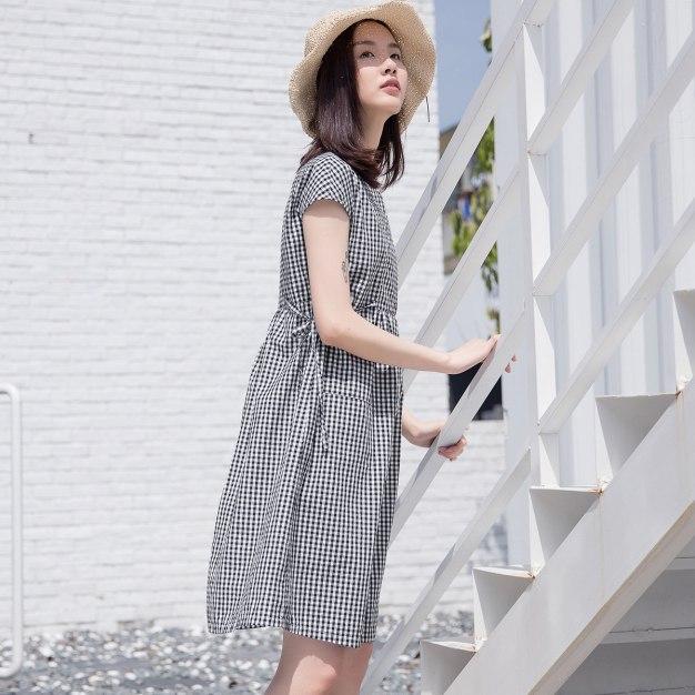 White V Neck Short Sleeve 3/4 Length Fitted Women's Dress