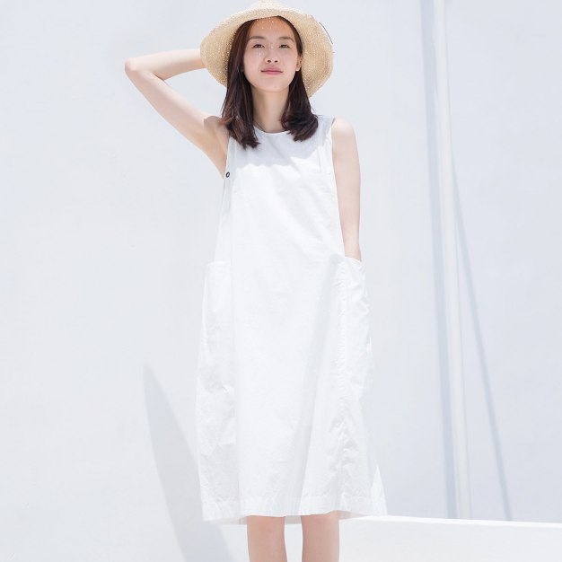 White Round Neck Sleeveless 3/4 Length Standard Women's Dress