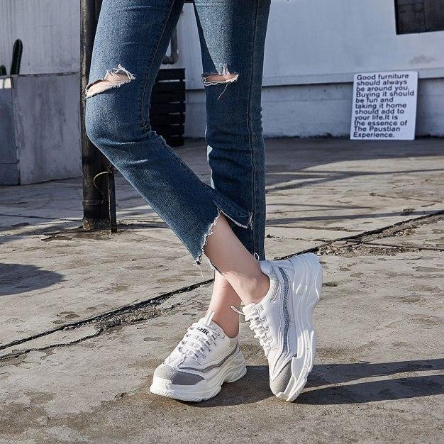White Round Head Flat Portable Women's Sport Shoes