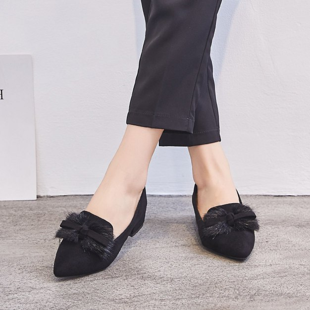 Black Pointed Middle Heel Women's Pumps