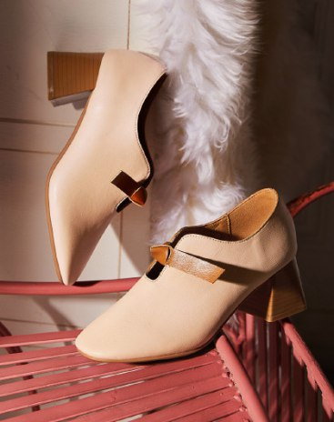 Apricot Round Head Middle Heel Women's Close Toe Shoes