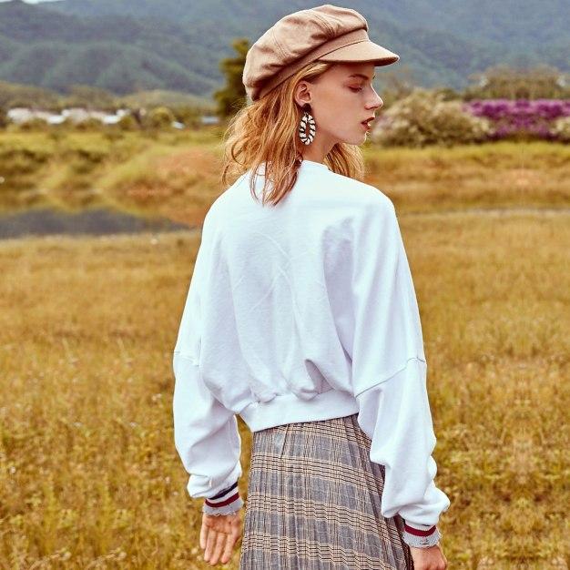 White Round Neck Elastic Long Sleeve Standard Women's Sweatshirt