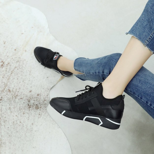 Black Round Head Flat Anti Skidding Women's Outdoor Shoes