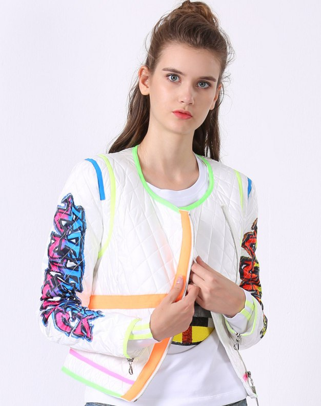 화이트 알파벳 긴소매 슬림핏 여성 스웨터