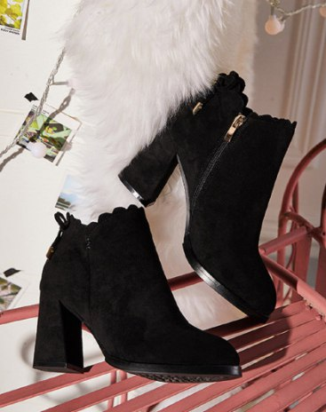 Black Pointed Middle Heel Women's Boots